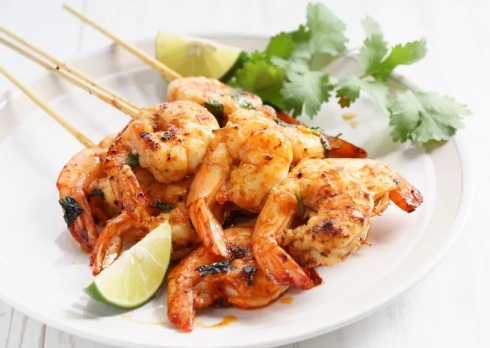 grilled-shrimp-kababs-with-sriracha-and-lime-537834738-5a9ea02818ba010037d64293
